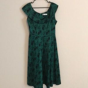 Dresses & Skirts - Green and black floral dress